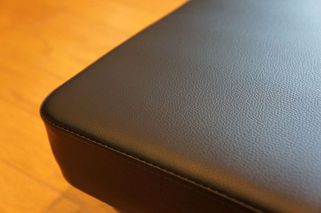 BARWINGベンチのシート表面