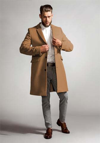 キャメル色のチェスターコート