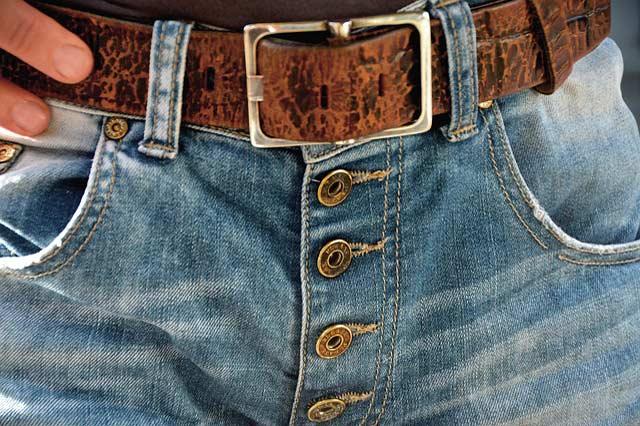 ボタンフライのジーンズ