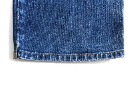 ジーンズの裾のアタリ