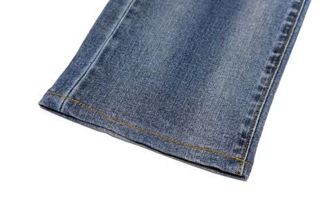 ストレッチジーンズの裾-1
