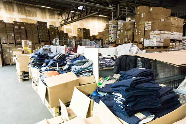 衣服の倉庫