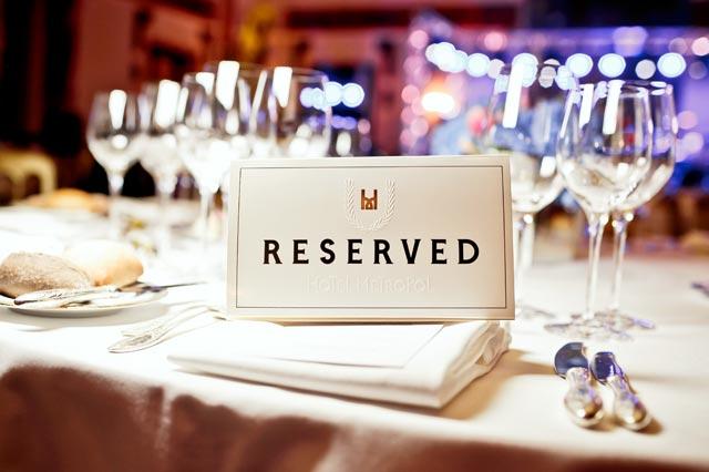 レストランの予約席