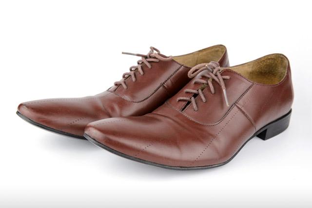 トンガリ靴