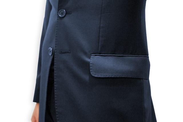 ぱんぱんのスーツのポケット