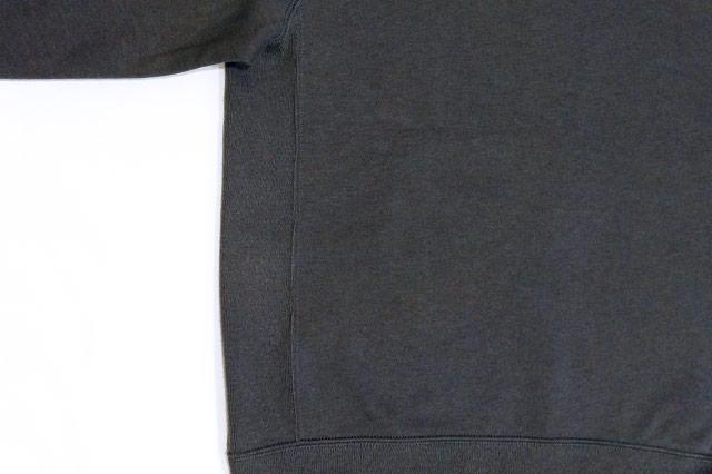 ワイドフィットスウェットシャツの脇の下のリブ
