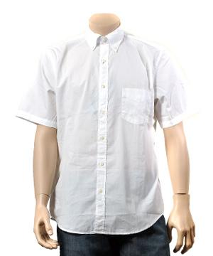 半袖白シャツ